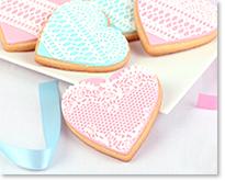 Biscuits coeurs en dentelle