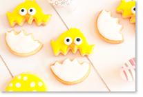 Biscuits en forme de poussin réalisé à l'aide d'emporte-pièces